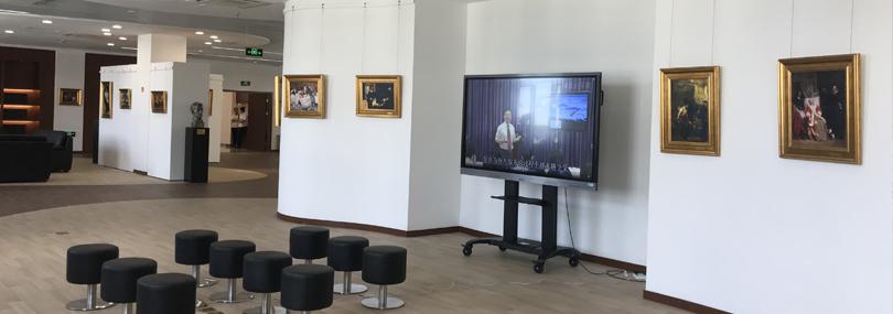 油画展陈列布置-健康医学院